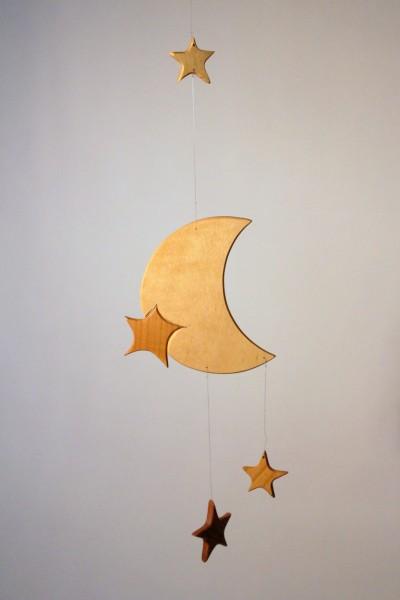 Mobilé Mond mit Sternen